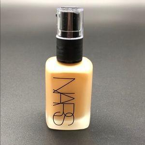 Nars sheer matte foundation med dark 2